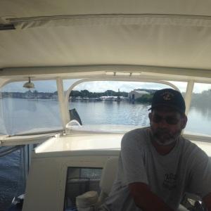 Newbie skipper pulling away from mooring field