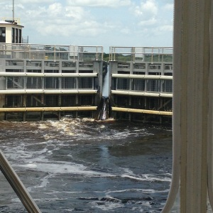 Water rushing in the lock to raise us