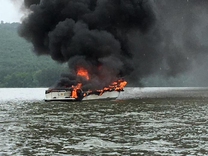 67 Boat Ffire