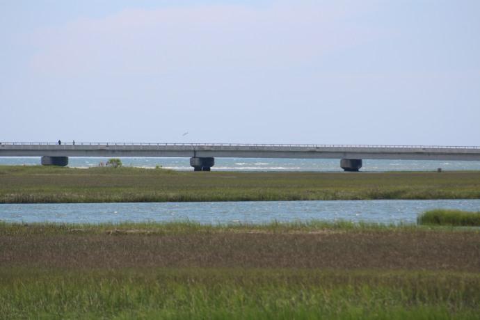 34 stm 460 Atlantic under bridge