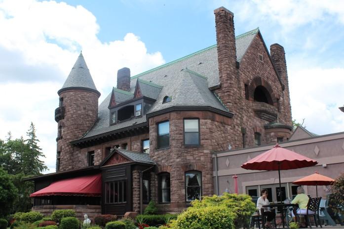 52 Belhurst Castle